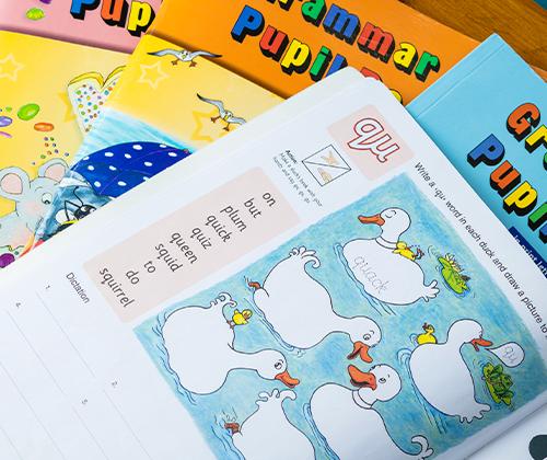 「Grammar Pupil Book」を使用した文法の学習